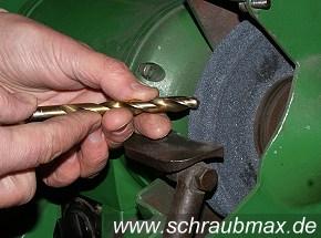 schraubmax spiralbohrer metall von hand am schleifbock. Black Bedroom Furniture Sets. Home Design Ideas